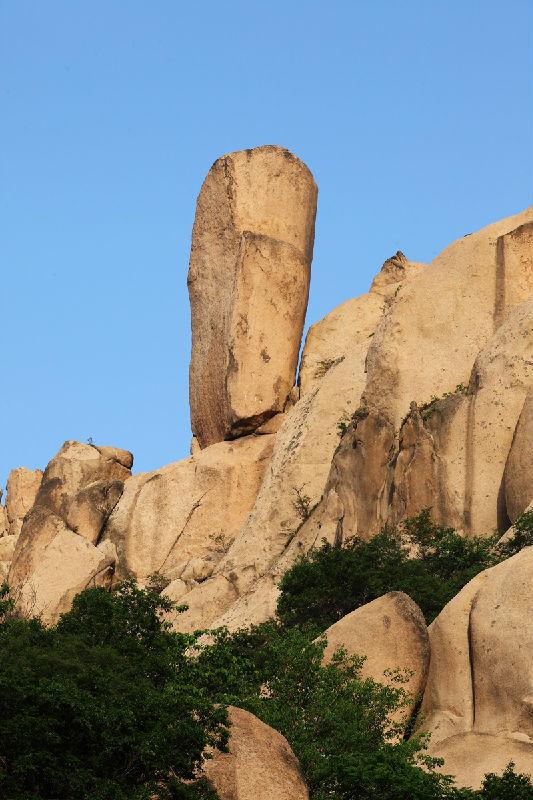 悬针石 - 嵖岈山风景名胜区