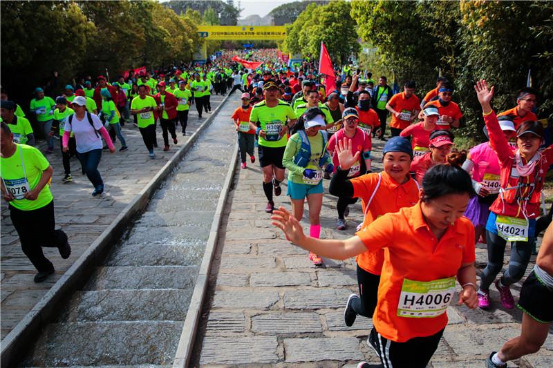 【赛事新闻】2018年度中国山地马拉松系列赛河南驻马店嵖岈山首站开跑