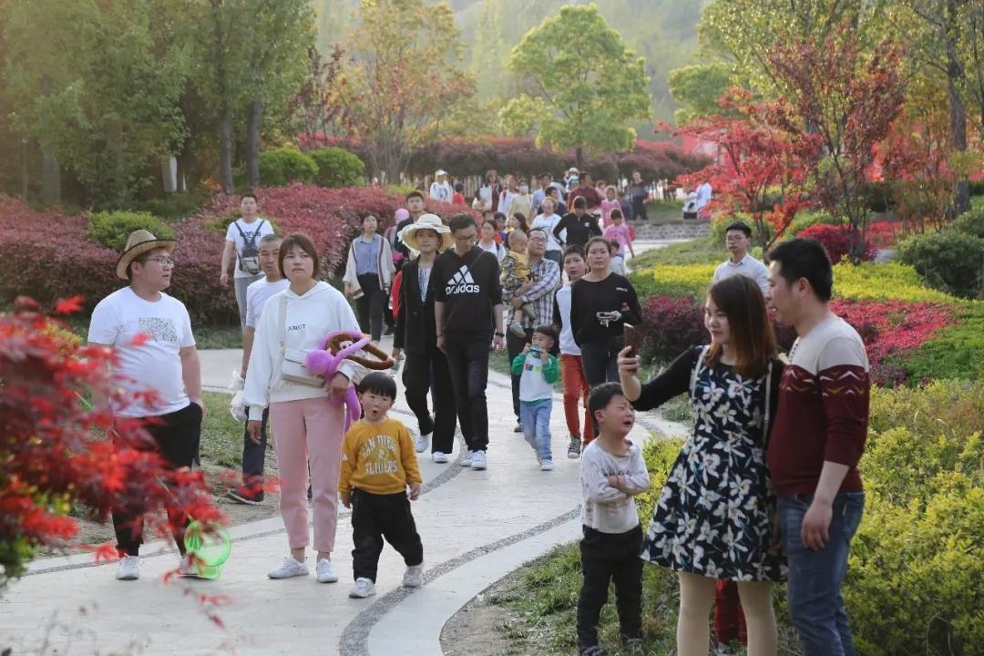 3天接待7万游客,嵖岈山景区迎来客流高峰!