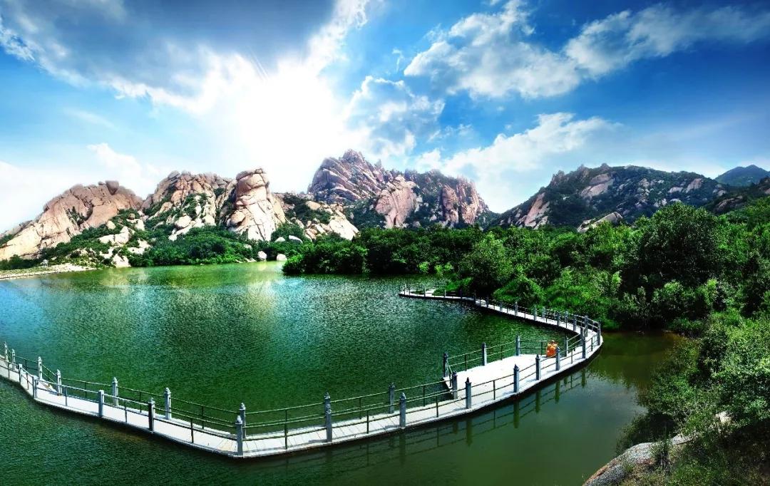 中国旅游日:丛林飞越+奇峰怪石+湖光潭影,登山看水玩冒险就来嵖岈山!
